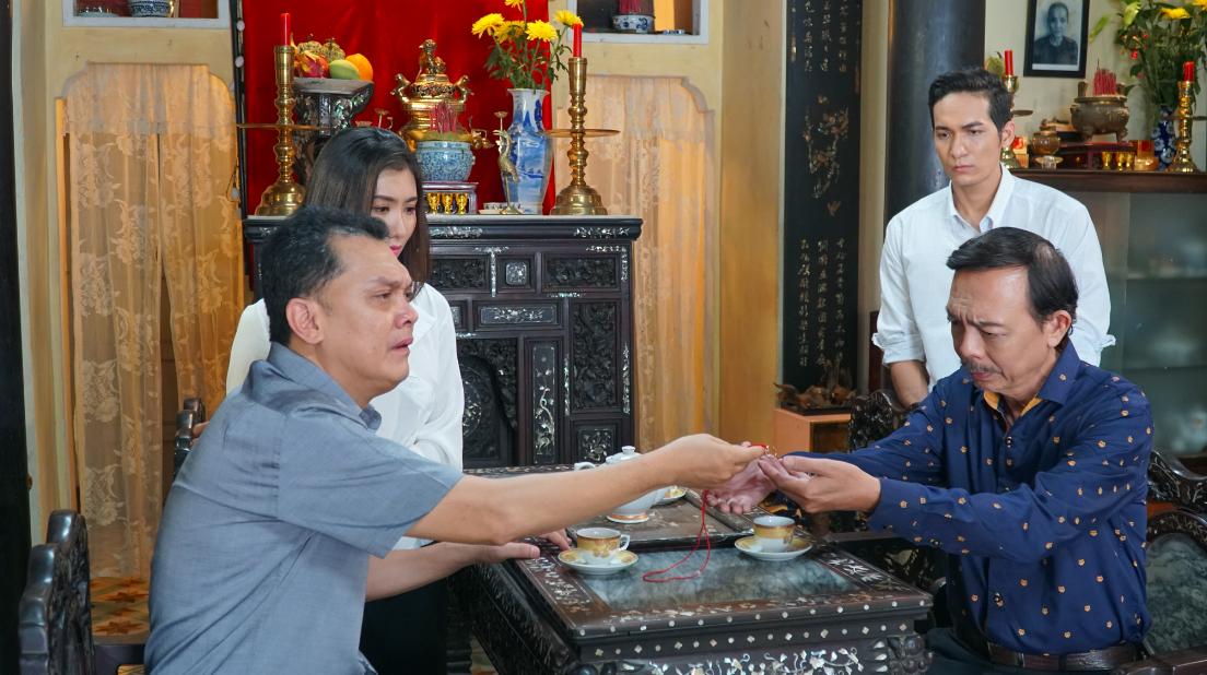 Anh Tú (Cười xuyên Việt) nắm tay bạn trai đến trường trong phim thanh xuân đồng tính Việt - Ảnh 7.