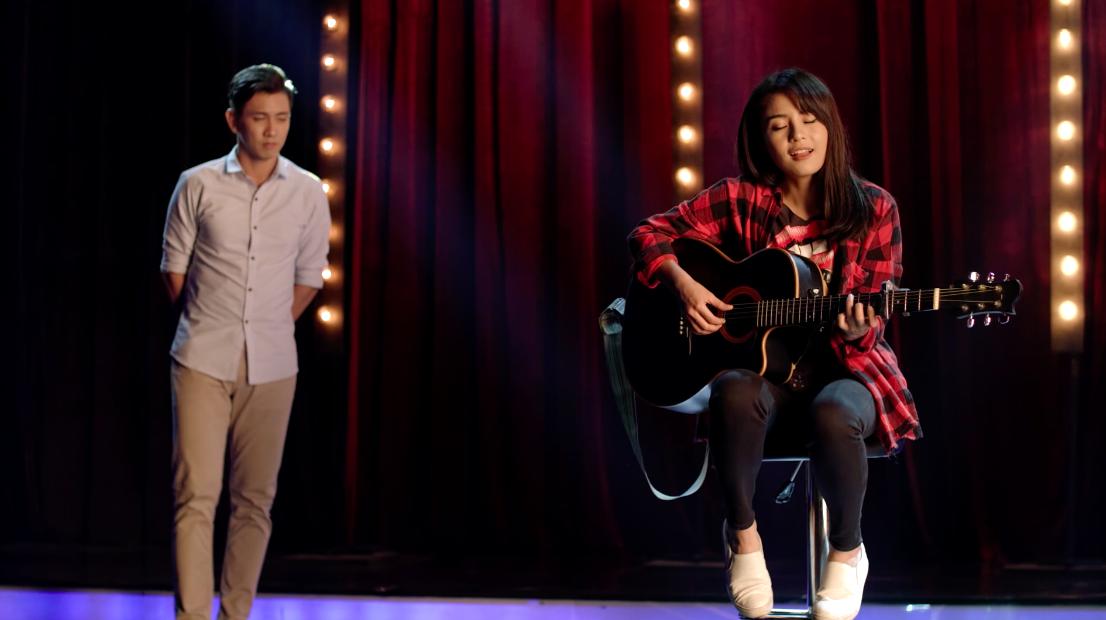 Glee Việt tuần này: Nghiêm túc đeo đuổi nhưng Hữu Vi vẫn bất lực nhìn Angela Phương Trinh ôm hôn Rocker Nguyễn - Ảnh 5.