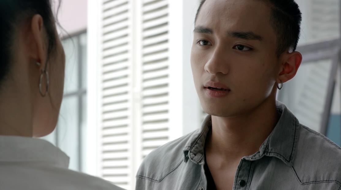 Glee Việt tuần này: Nghiêm túc đeo đuổi nhưng Hữu Vi vẫn bất lực nhìn Angela Phương Trinh ôm hôn Rocker Nguyễn - Ảnh 2.