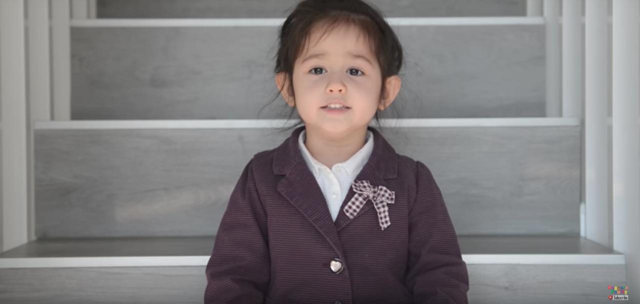 Bạn nghĩ sao khi hit Em gái mưa của Hương Tràm được thể hiện bởi bé gái Tây 4 tuổi cực đáng yêu này? - Ảnh 5.