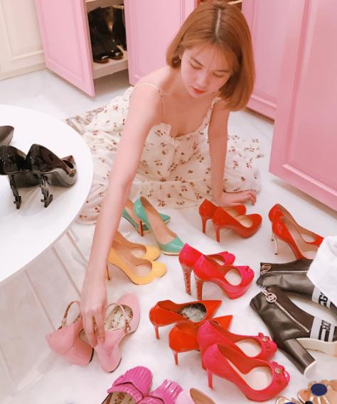 Con gái sẽ phải thích mê khi ngắm 6 tủ toàn giày hiệu của Ngọc Trinh cho mà xem! - Ảnh 3.