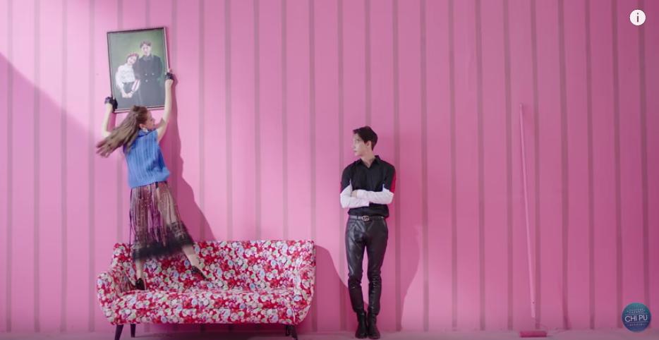 Mặc váy xuyên thấu lộ vòng 3 trong MV mới, Chi Pu quả biết chơi trội - Ảnh 5.