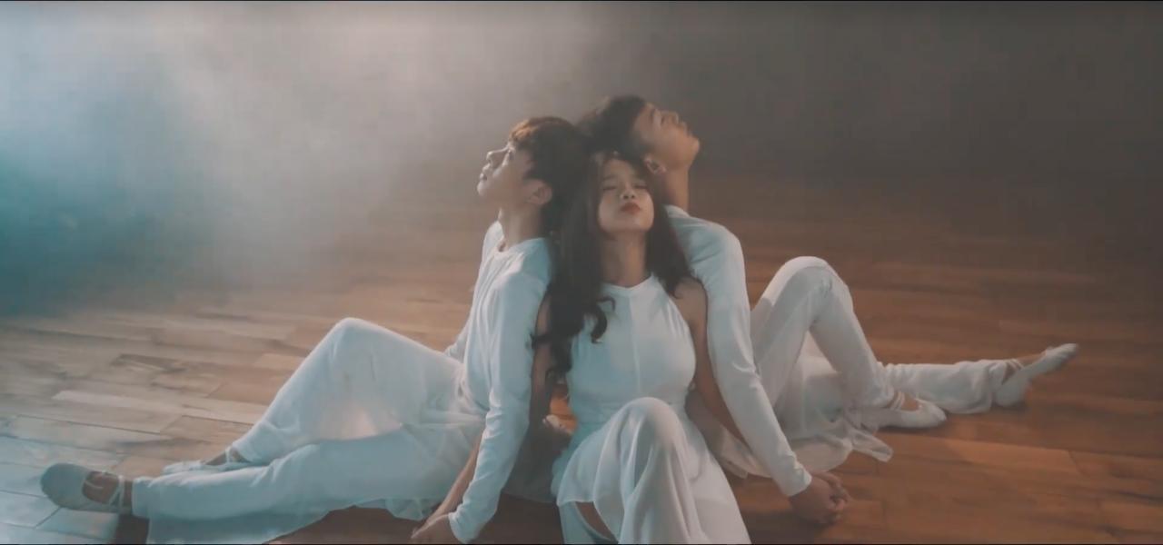 10x đình đám Linh Ka đã trở lại, vũ đạo lợi hại gấp nhiều lần với MV cover Chưa bao giờ mẹ kể! - Ảnh 8.