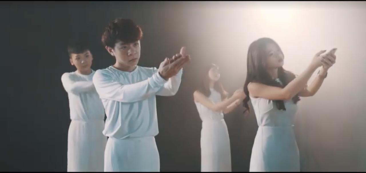 10x đình đám Linh Ka đã trở lại, vũ đạo lợi hại gấp nhiều lần với MV cover Chưa bao giờ mẹ kể! - Ảnh 10.