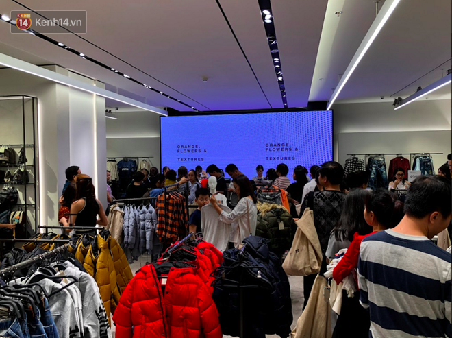 H&M vỡ trận ngay ngày đầu mở bán, Zara vẫn đông nhưng đã ổn định hơn hậu khai trương - Ảnh 6.