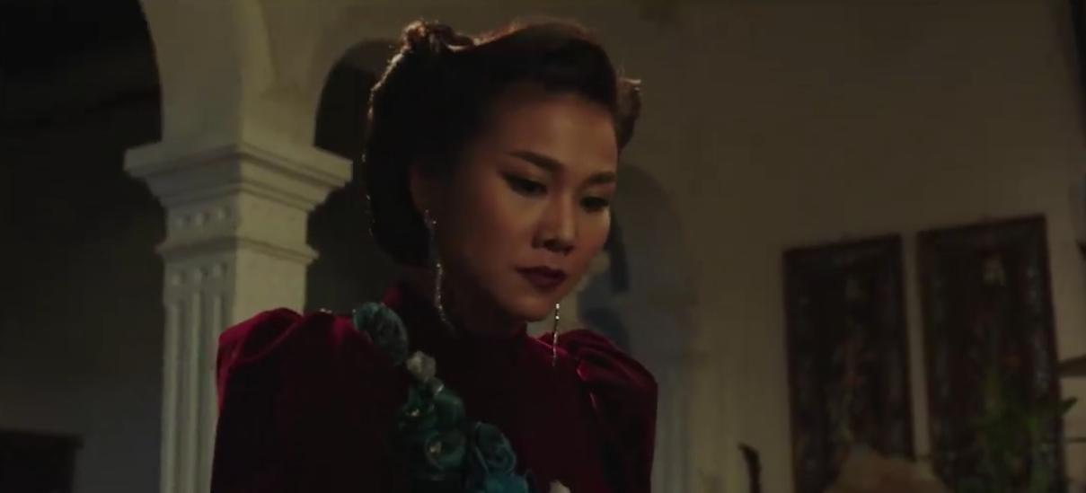 Clip: Thanh Hằng nhập tâm nên nổi giận, chĩa kéo vào mặt Song Luân trên phim trường Mẹ chồng - Ảnh 2.