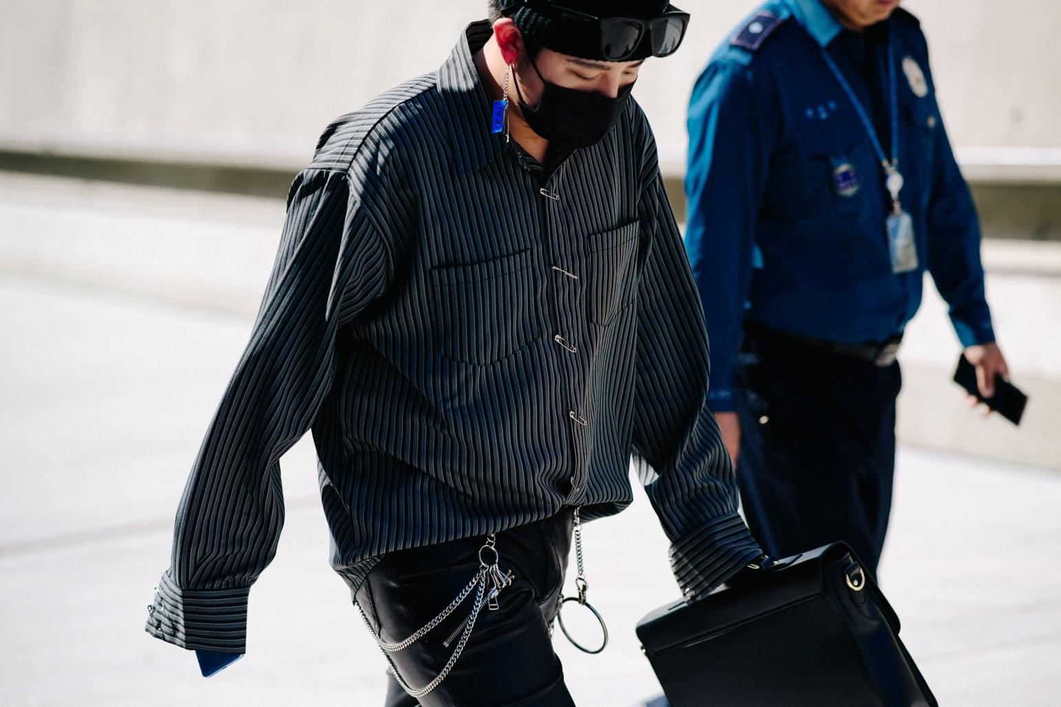 Seoul Fashion Week: Riêng về street style, giới trẻ Hàn nào có thua kém các ngôi sao nổi tiếng - Ảnh 1.