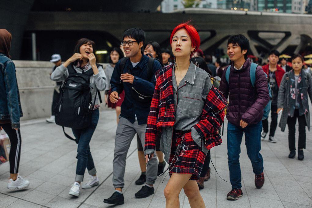 Seoul Fashion Week: Riêng về street style, giới trẻ Hàn nào có thua kém các ngôi sao nổi tiếng - Ảnh 16.