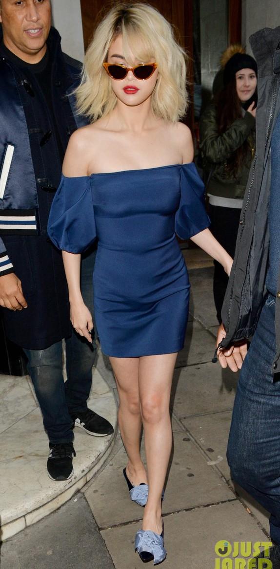 Chịu khó đến mức đỉnh cao: Selena Gomez thay 5 bộ đồ 1 ngày, được cái bộ nào cũng đẹp - Ảnh 1.
