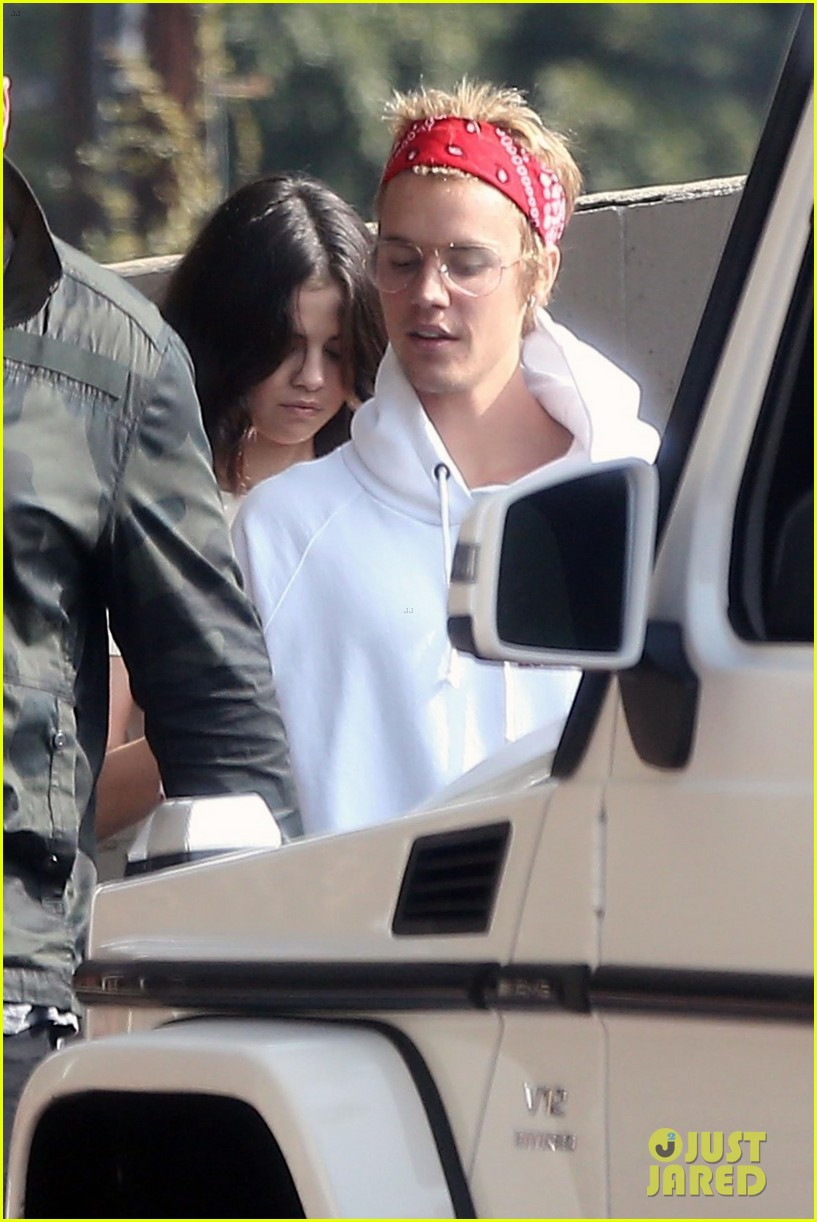 Justin Bieber vA� Selena Gomez ga?�p ga�? nhau tra�Y la??i