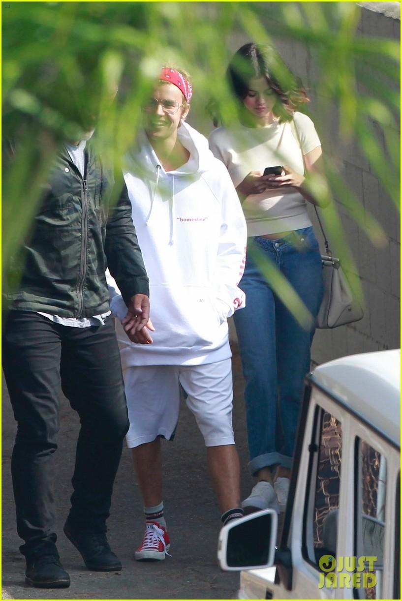 Justin Bieber vA� Selena Gomez ga?�p ga�? nhau tra�Y la??i 2