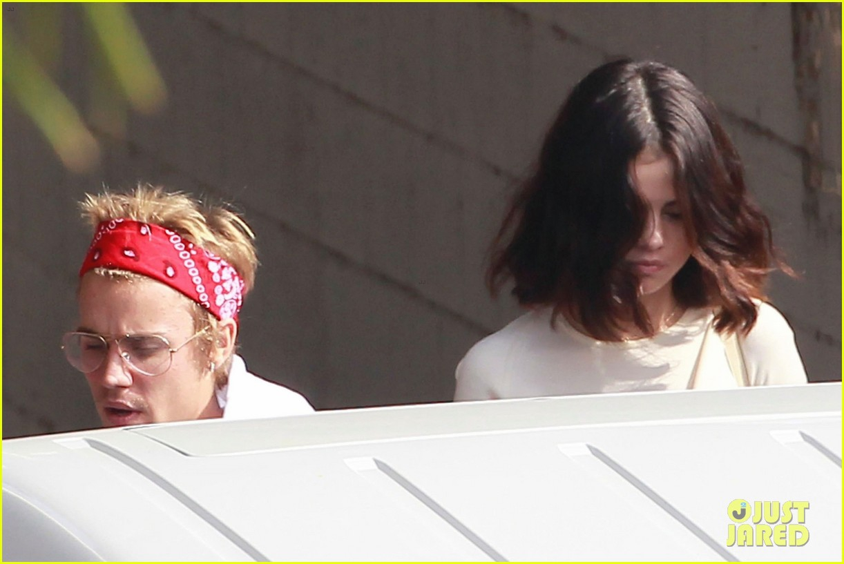 Gia A�A�nh tuyA?n ba�� khA?ng cha??p nha?�n Justin Bieber, Selena va?�n tia??p ta�?c sA?nh A�A?i bA?n ba??n trai cA� - a??nh 5.