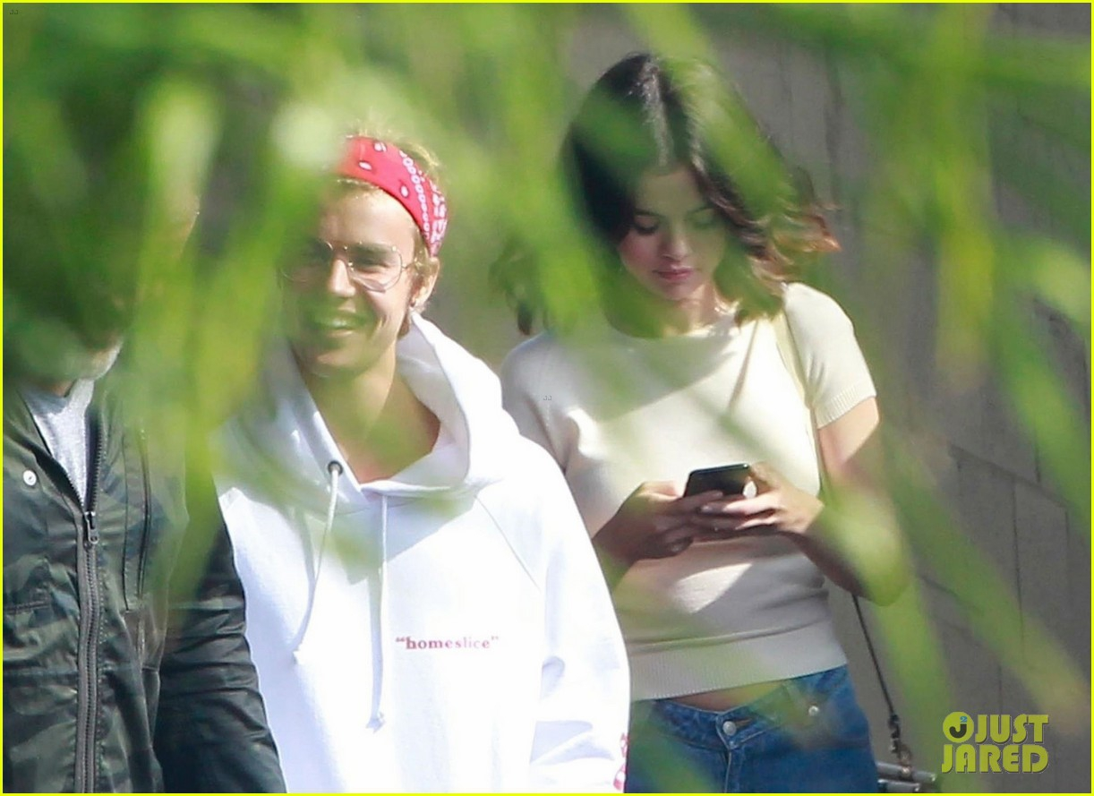 Justin Bieber vA� Selena Gomez ga?�p ga�? nhau tra�Y la??i 3