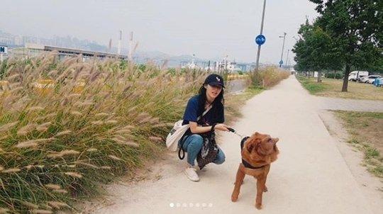 Seolhyun (AOA) bị netizen phản ứng dữ dội khi dắt chú chó cưng to bự đi dạo mà không sử dụng rọ mõm - Ảnh 1.