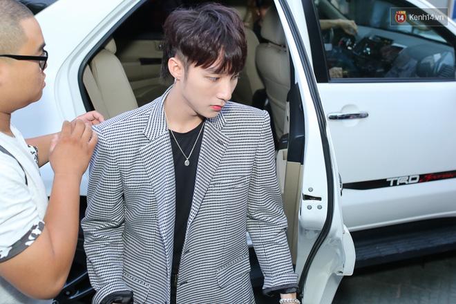 Hết Bị Tố Mặc Giống G-Dragon, Giờ Sơn Tùng Lại Cắt Tóc Y