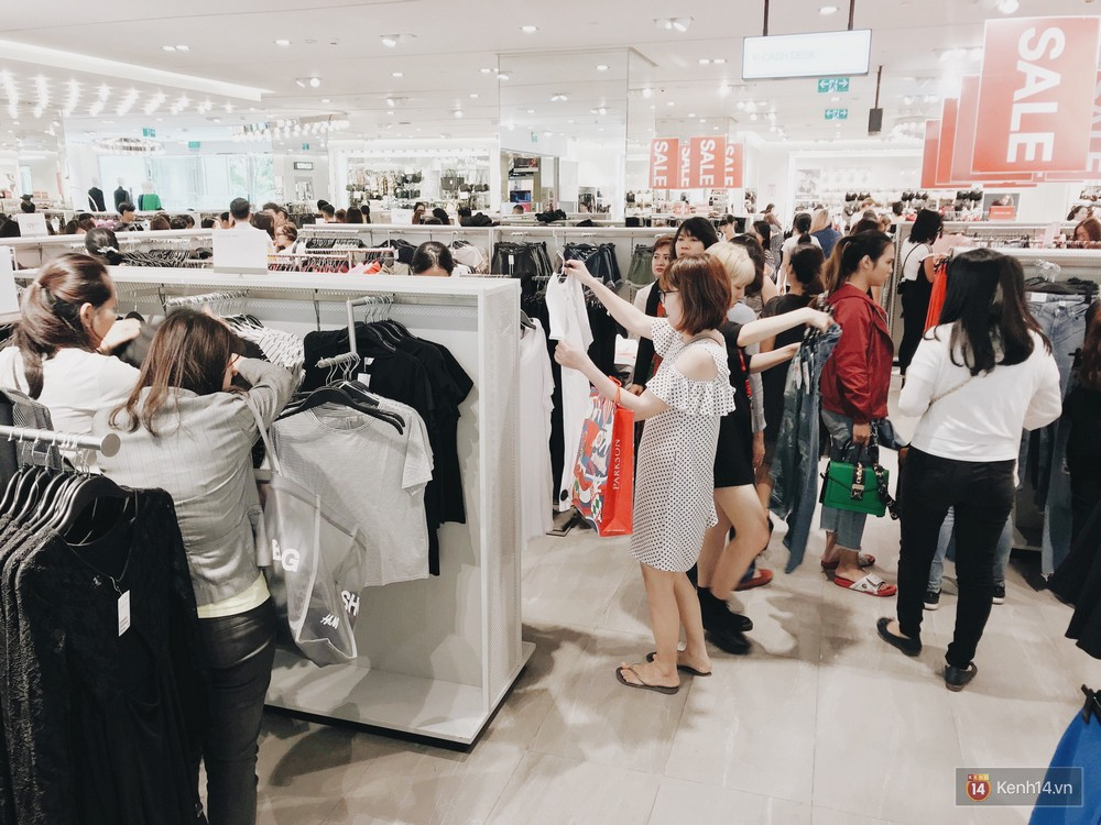 Thông báo sale tới 50%, H&M khiến tín đồ thời trang Hà Nội hụt hẫng vì sale quá ít đồ và không sale đồ Đông - Ảnh 13.