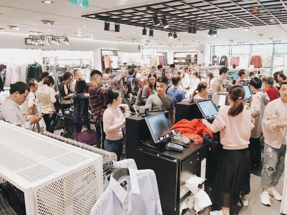 Thông báo sale tới 50%, H&M khiến tín đồ thời trang Hà Nội hụt hẫng vì sale quá ít đồ và không sale đồ Đông - Ảnh 14.