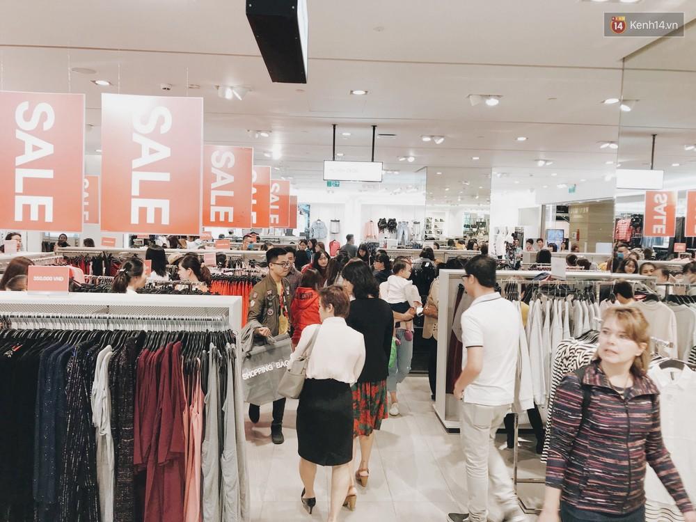 Thông báo sale tới 50%, H&M khiến tín đồ thời trang Hà Nội hụt hẫng vì sale quá ít đồ và không sale đồ Đông - Ảnh 12.