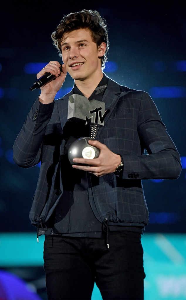 EMAs 2017: Taylor Swift nhiều đề cử nhất nhưng về trắng tay, Đàm Vĩnh Hưng cũng rớt giải - Ảnh 1.