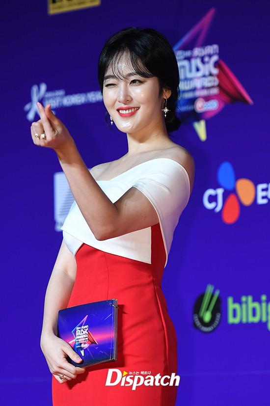 Cập nhật thảm đỏ MAMA Hồng Kông: Kim Yoo Jung chiếm trọn sự chú ý, em út Red Velvet hở bạo - Ảnh 22.