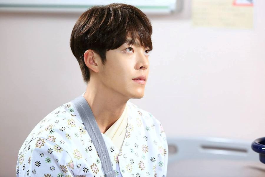 7 tháng kể từ tin ung thư, Kim Woo Bin trực tiếp viết thư tay: Tôi đã trải qua 3 đợt hóa trị và 35 lần xạ trị - Ảnh 1.