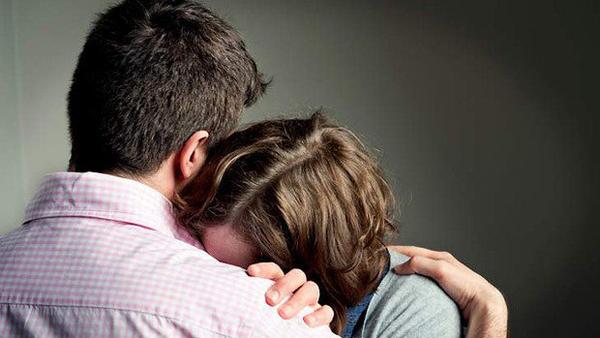 Đi khám vô sinh, cặp vợ chồng sốc nặng khi phát hiện là anh em sinh đôi - Ảnh 1.