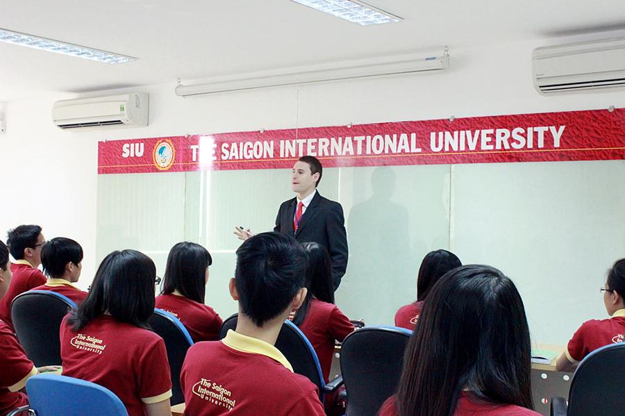 Sinh viên SIU được học tiếng Anh, Tin học quốc tế miễn phí - Ảnh 2.