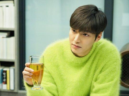 Lần đầu tiên Sơn Tùng đụng hàng với nam thần Lee Min Ho, ai mặc đẹp hơn? - Ảnh 4.