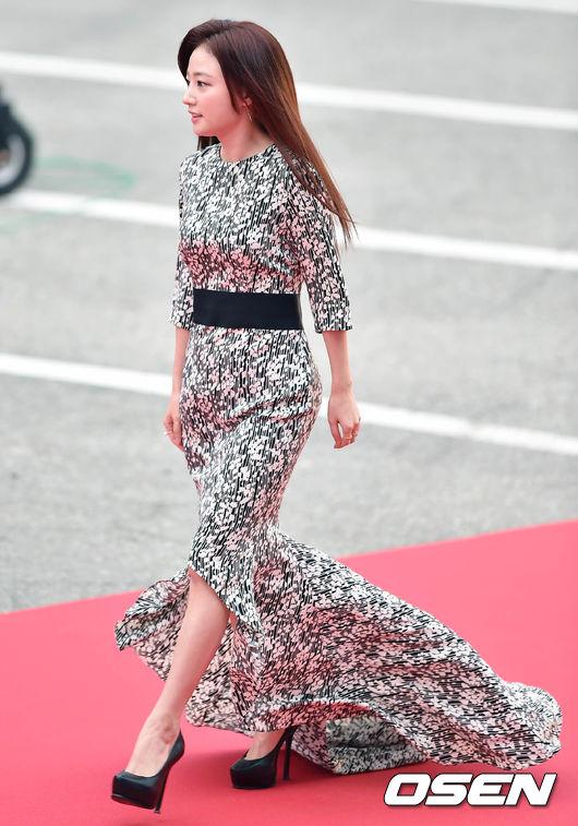 Thảm đỏ Korea Drama Awards: Hoa hậu Hàn đẹp nhất thế giới đẹp xuất sắc, nữ idol bỗng bật lên vì quá xinh - Ảnh 21.