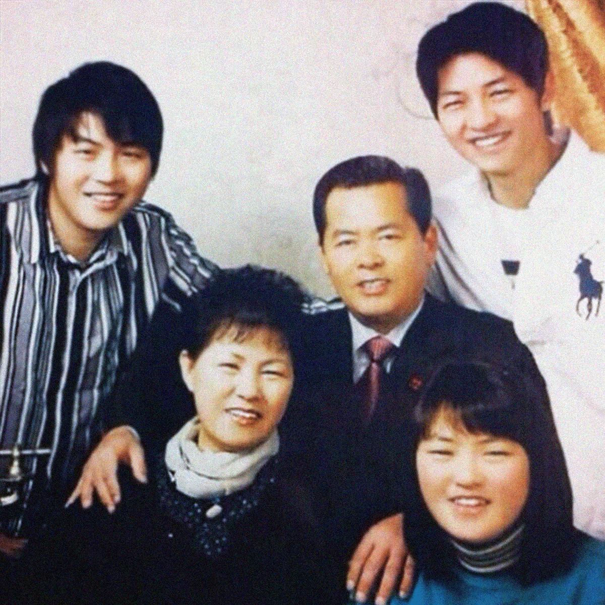 Tin nóng: Bố mẹ Song Joong Ki gặp Song Hye Kyo để bàn về đám cưới? - Ảnh 1.
