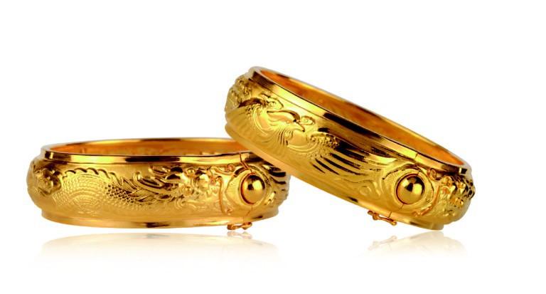 Song Joong Ki - Song Hye Kyo đều đeo sai bộ vòng vàng long phụng do đạo diễn Vương Gia Vệ tặng - Ảnh 2.