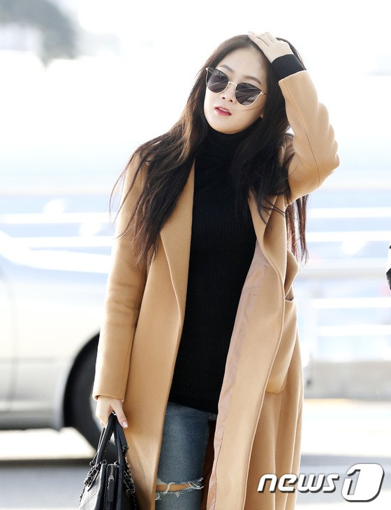 Sân bay MAMA Hồng Kông: Song Joong Ki khư khư nhẫn cưới, bà hoàng Lee Young Ae, EXO cùng dàn siêu sao đổ bộ - Ảnh 17.