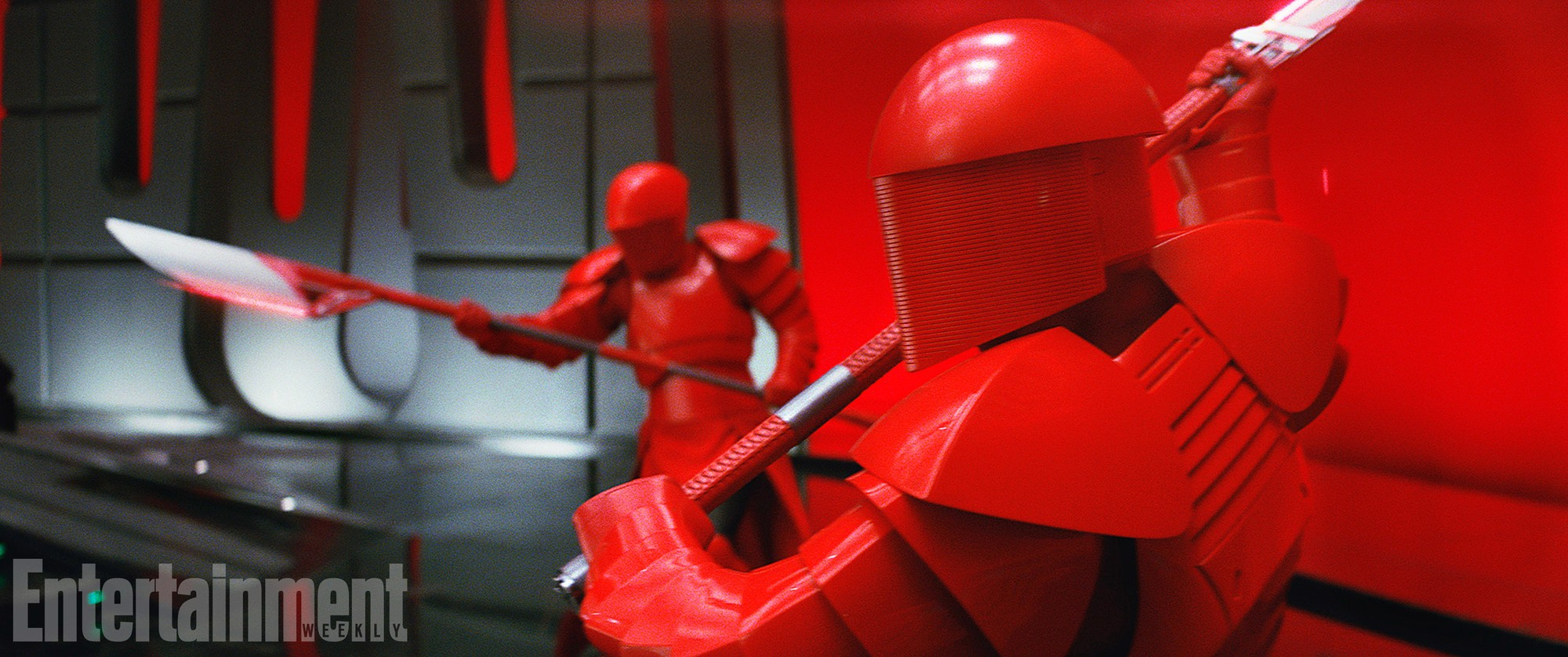 star-wars-last-jedi-red-guards-151377654