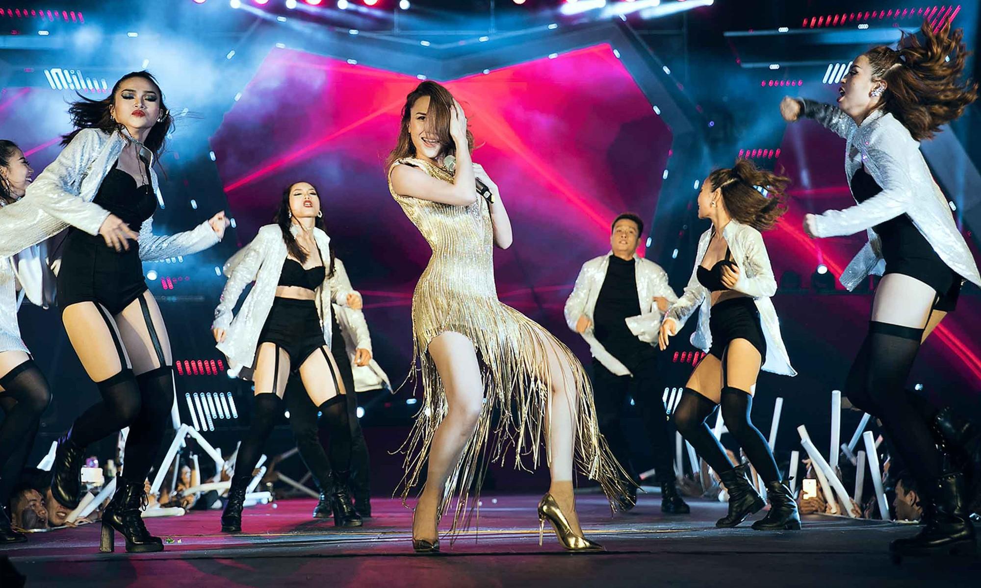 Mỹ Tâm lần đầu remix Đừng hỏi em, Đông Nhi - Noo Phước Thịnh mang loạt hit sôi động lên sân khấu - Ảnh 3.