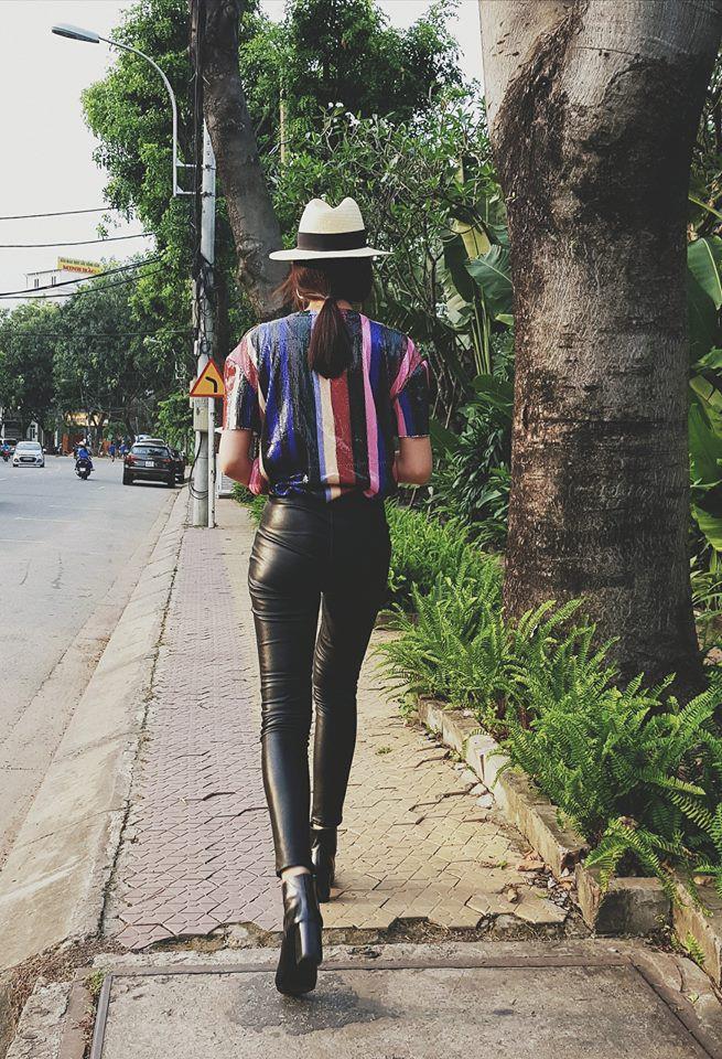 Cùng khoe ảnh chụp từ sau lưng, Hà Hồ - Thanh Hằng khiến đàn em ngả mũ vì street style quá xịn sò - Ảnh 2.