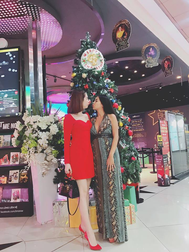 Từng tuyên bố không nhái thiết kế Việt, lần này Ngọc Trinh lại mặc váy na ná của Lâm Gia Khang - Ảnh 1.