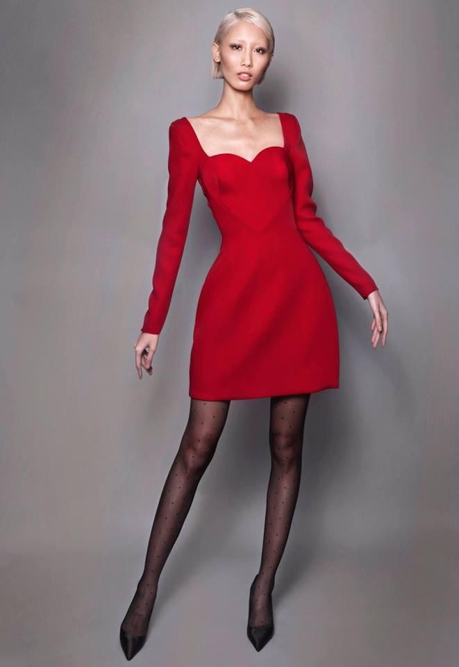 Từng tuyên bố không nhái thiết kế Việt, lần này Ngọc Trinh lại mặc váy na ná của Lâm Gia Khang - Ảnh 4.