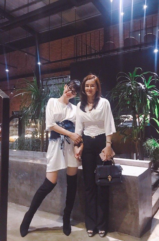Minh Hằng & HyunA đọ trình mix đồ xuyên thấu cho street style, ai đẹp hơn? - Ảnh 11.