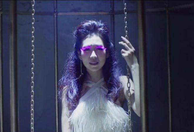 Min: Từ cô nàng xì tin như bao người giờ bỗng đi đầu cho phong cách thời trang tuyệt xinh trong MV - Ảnh 2.