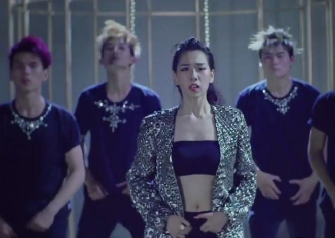 Min: Từ cô nàng xì tin như bao người giờ bỗng đi đầu cho phong cách thời trang tuyệt xinh trong MV - Ảnh 3.