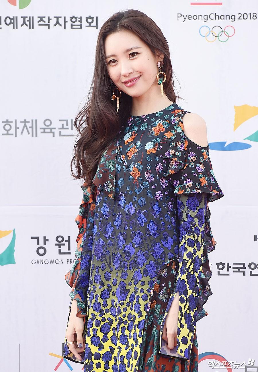 Thảm đỏ Dream Concert: Nữ diễn viên vô danh vượt mặt loạt nữ thần vì quá đẹp, dàn trai xinh gái đẹp Kpop đổ bộ - Ảnh 35.