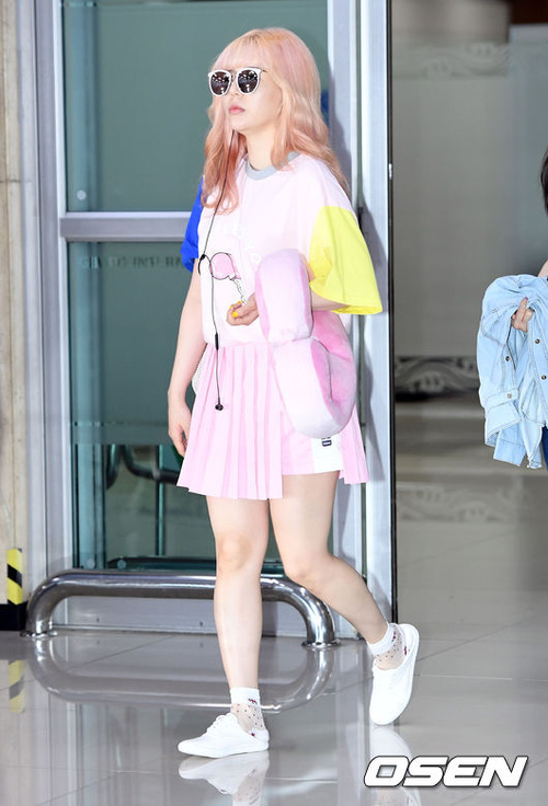 Gigi Hadid, Chan Yeol, Pony và loạt sao nổi tiếng đều nhuộm tóc hồng, còn bạn thì sao? - Ảnh 8.