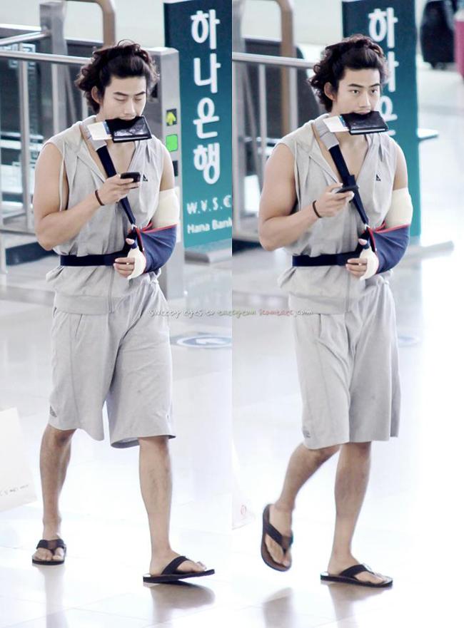 1001 kiểu thời trang sân bay dị như thể sợ không ai nhìn của các nam idol xứ Hàn - Ảnh 13.
