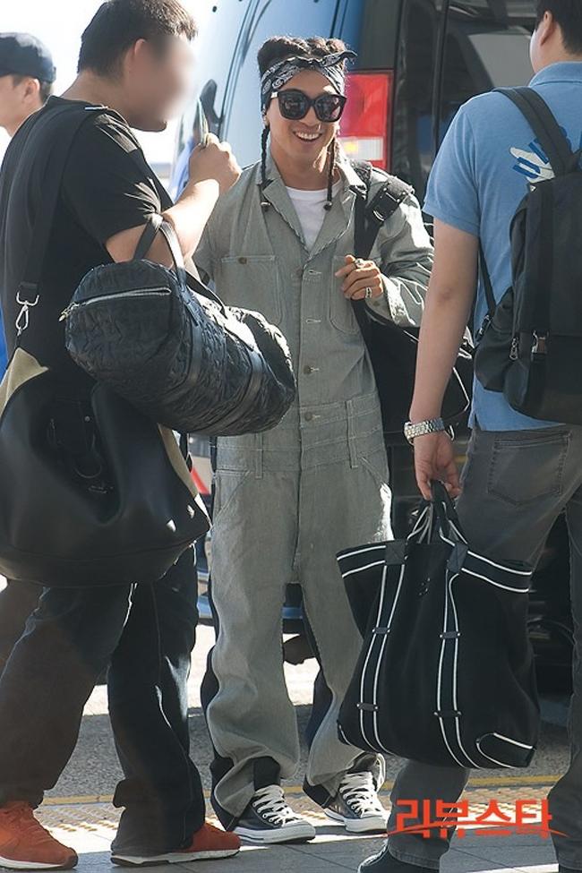 1001 kiểu thời trang sân bay dị như thể sợ không ai nhìn của các nam idol xứ Hàn - Ảnh 11.
