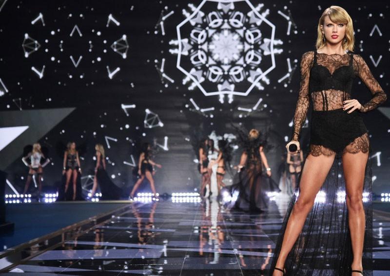 Hậu trường Victorias Secret Fashion Show: Thiên thần đấu đá nhau giành đồ, người thì bị đuổi vì nói xấu Taylor Swift - Ảnh 4.
