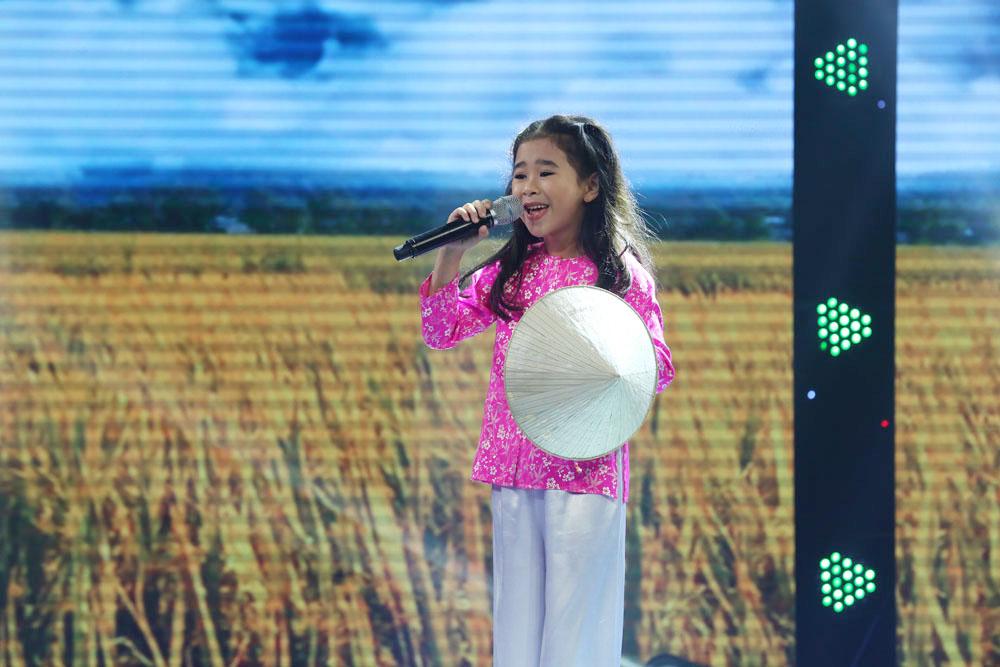 Cô bé Nghệ An khiến mẹ bật khóc trên truyền hình, khán giả bật dậy vỗ tay - Ảnh 9.