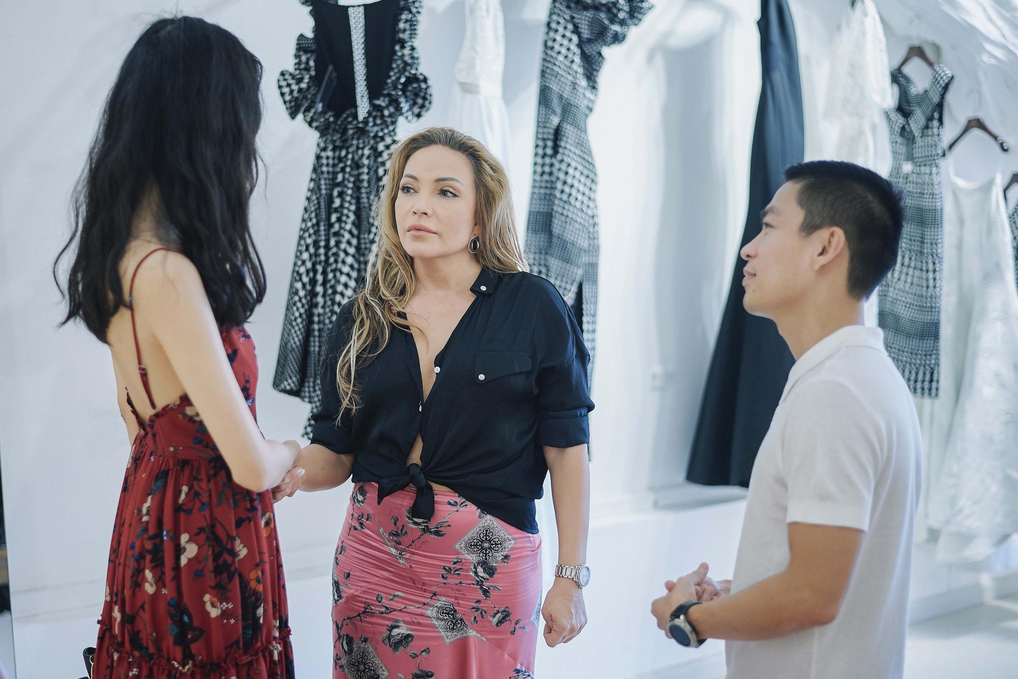 Kỳ Duyên ngày một ra dáng fashion icon, đọ sắc với Phạm Hương trong buổi thử đồ của NTK Adrian Anh Tuấn - Ảnh 11.