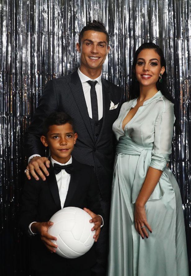 Georgina sinh sớm, Ronaldo chào đón cô công chúa Alana Martina - Ảnh 2.