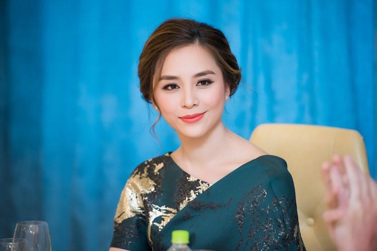 Chi Pu, Phạm Hương, HH Phương Nga cùng 15 nhan sắc Vbiz được báo Trung bầu chọn sở hữu vẻ đẹp điển hình - Ảnh 5.