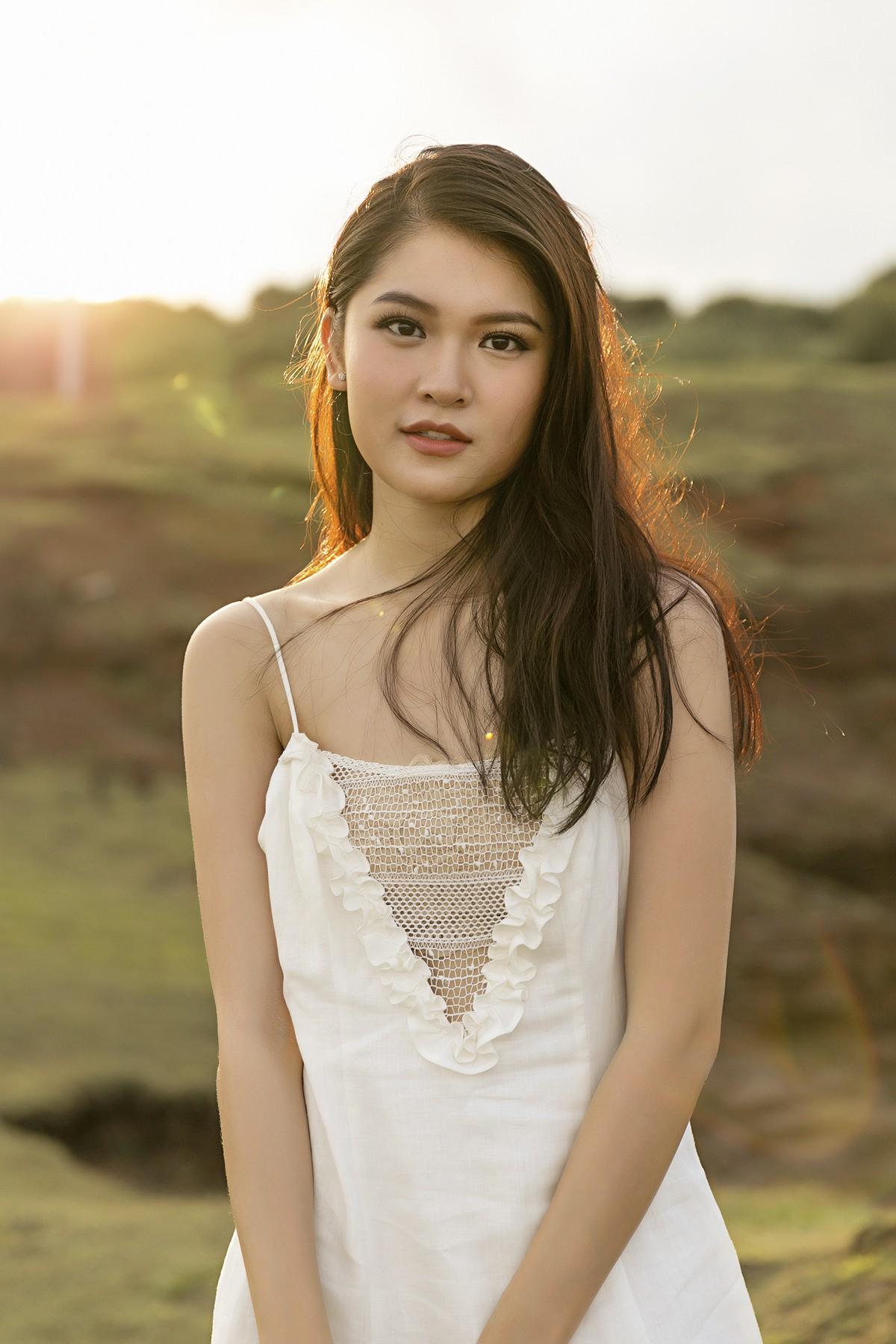 Không chỉ giỏi tiếng Anh, Thùy Dung còn trổ tài hát tiếng Nhật trong clip quảng bá vẻ đẹp biển đảo Việt Nam - Ảnh 3.
